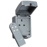 KnightsBridge 13A Double Pole Remote Controlled IP66 Weatherproof Outdoor Socket