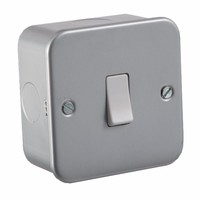 KnightsBridge 10A 1G Intermediate 230V Metal Clad Switch