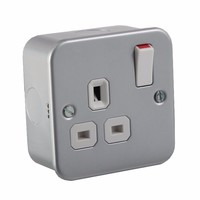 KnightsBridge 1G DP 13A Metal Clad 230V UK 3 Pin Switched Electric Wall Socket