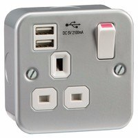 KnightsBridge Metal Clad 13A 1 Gang Switched Socket With 2 USB 5V Charger Ports