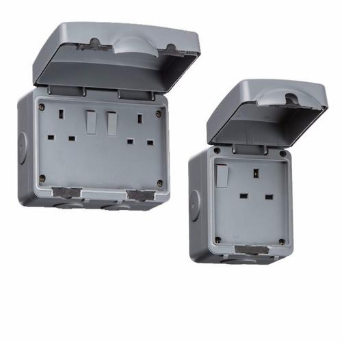 KnightsBridge 13A Double Pole IP66 Weatherproof Outdoor Socket