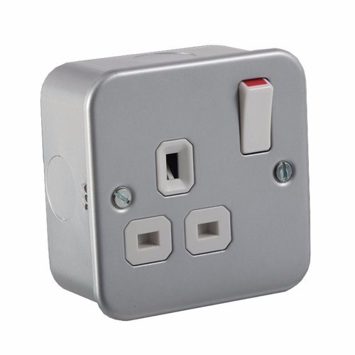 KnightsBridge 1G DP 13A Metal Clad 230V UK 3 Pin Switched Electric Wall Socket KnightsBridge Metal Clad 13A Double Pole 1 Gang Switched 3 Pin UK Mains Socket - Click to view a larger image