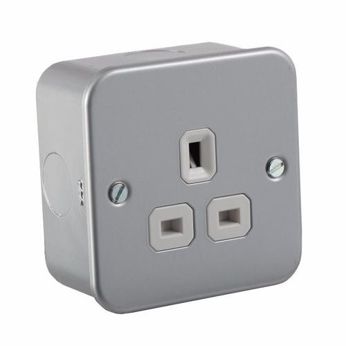 KnightsBridge 1G DP 13A Metal Clad 230V UK 3 Pin Un-Switched Electric Wall Socket 1