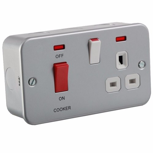 KnightsBridge 45A 2G DP 230V Metal Clad Electric Switch With Neon and Socket KnightsBridge Metal Clad 2G 45A Cooker Switch And Switched DP Socket With Neon - Click to view a larger image