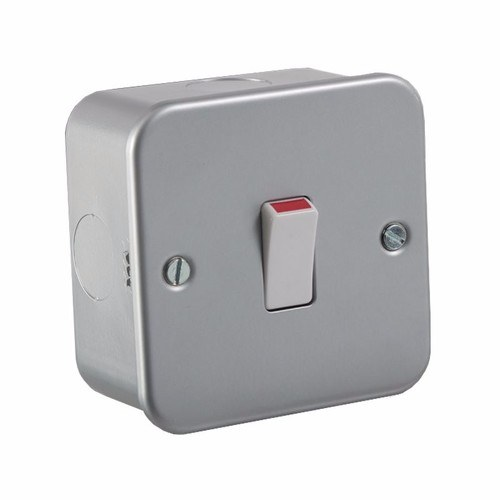 KnightsBridge 20A Metal Clad 1G Double Pole 230V Electric Wall Plate Switch KnightsBridge 20A 1G Double Pole 230V Metal Clad Industrial Domestic Appliance Switch  - Click to view a larger image